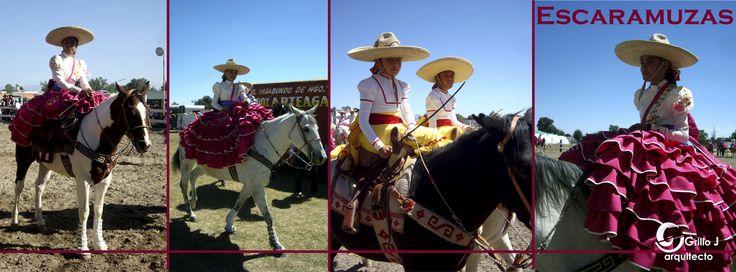 Escaramuzas charra.  Práctica femenil dentro del deporte de la Charrería y consiste en evoluciones coreografiadas a caballo con música de fondo
