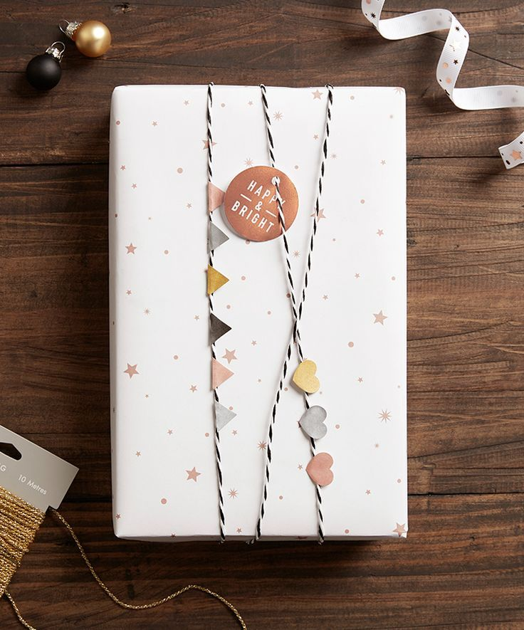 50 of the most beautiful Christmas gift wrapping ideas (with stacks of free printables!)