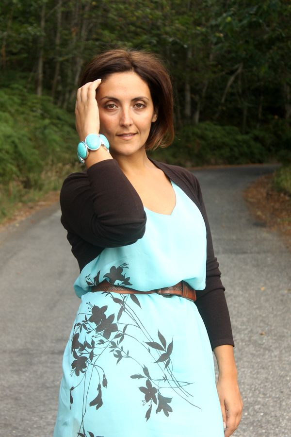 how to refresh an old dress, glam up a second hand dress, curvy outfit, plus size fashion, turquoise dress, turquoise accessories, curvy tip...