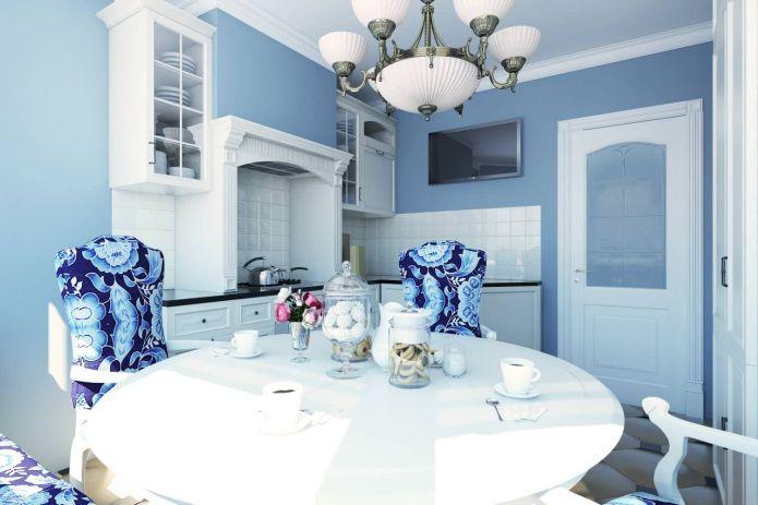 дизайн кухни-столовой 12,3 кв. м. в бело-голубых тонах