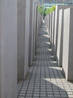 虐殺されたヨーロッパのユダヤ人のための記念日。歴史を学ぶならここは外せない。ベルリン 旅行・観光おすすめスポット!