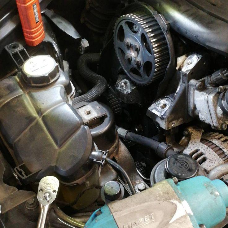 #volvo #diesel #d5 #timing #timingbelt #car #cars #netherlands #nijmegen #work #mechanic #love #friday #almostweekend #party #pleinvrees #doornroosje