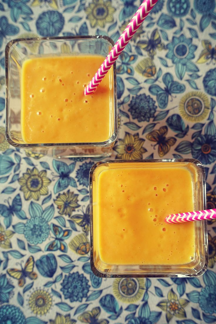 Koktajl mango z kurkumą na mleku kokosowym