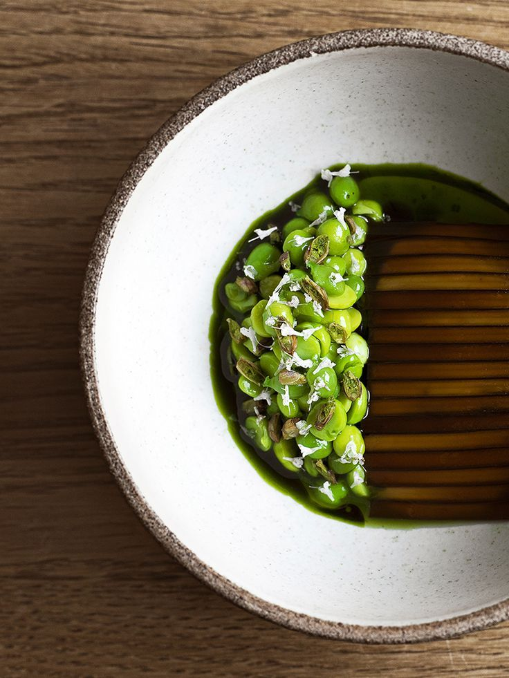 Peas and cooked, sliced seaweed by chef René Redzepi of Noma in Copenhagen, Denmark. ©️️ Laura Lajh Prijatelj, HdG Photography - See more at: http://theartofplating.com/news/top-10-of-the-worlds-50-best-restaurants-2016/#sthash.vvacobju.dpuf
