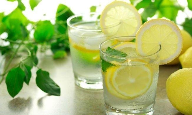 Porque deberías tomar agua con limón todas las mañanas! – Verte Bella
