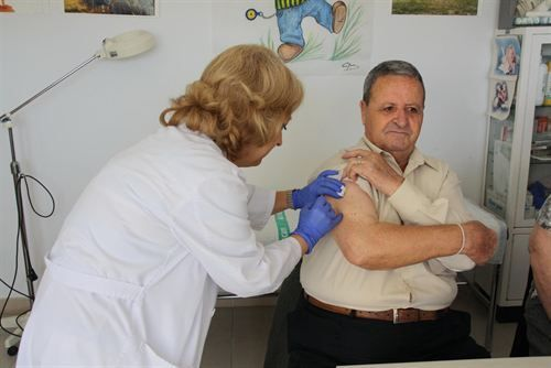La vacuna contra la gripe, asociada con un menor riesgo de eventos cardiovasculares. http://www.farmaciafrancesa.com/main.asp?Familia=189&Subfamilia=247&cerca=familia&pag=1&p=223