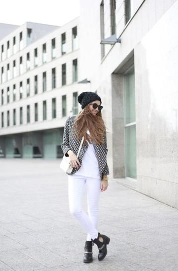 Casual Fall outfit: White jeans and combat boots.