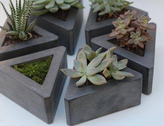 Triangle Concrete Pot set of 3 von roughfusion auf Etsy