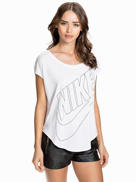 Nike Signal Tee - Nike - Vit/Svart - Toppar - Kl?der - Kvinna - Nelly.com | Vill Ha! | Pinterest | Nike and Tees
