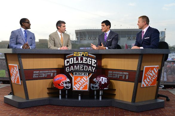 After much speculation and Twitter campaigning, College Gameday has a guest picker. Gameday host Chris Fowler announced today that former Navy SEAL Marcus Lutrell will grace the stage Saturday and[...]