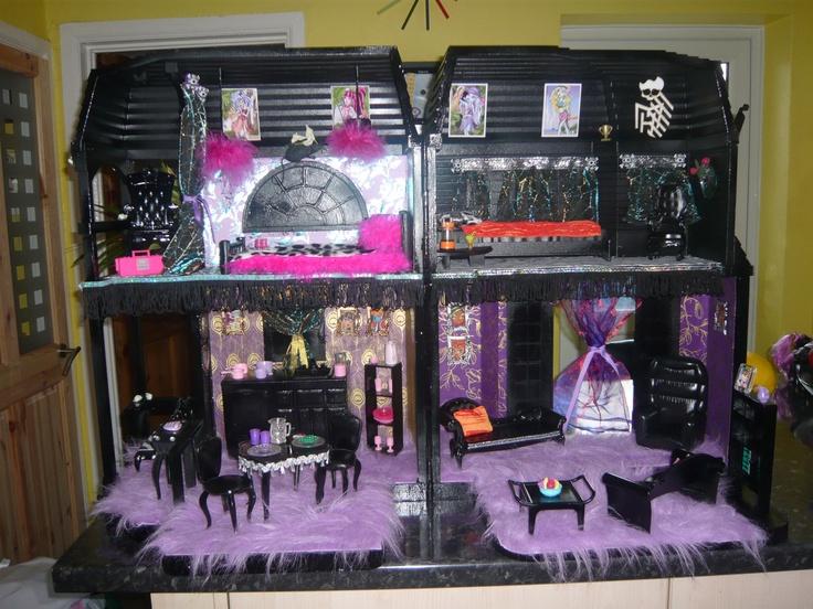 Ooak custom Monster high themed house. $226.66, via Etsy.: Monsters High Dollhouses, Custom Monsters, Dollhouse Ideas, Theme House, Monsterhigh, Dolls House, Diy Monsters, Barbie Dollhouses Miniatures, Dollhouses Ideas