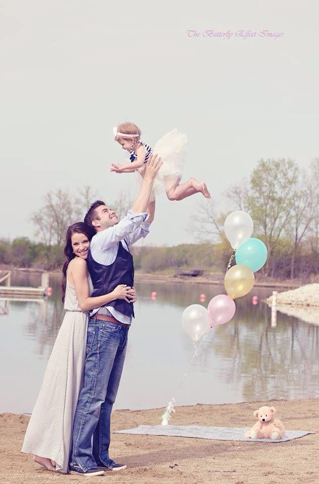 Family photo idea family photography familyofthree outdoor photoshoot lake
