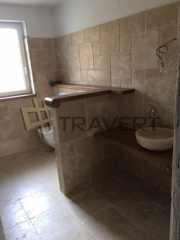 Nadčasová kúpeľňa z travertínu so sekanými hranami | Travert s.r.o.