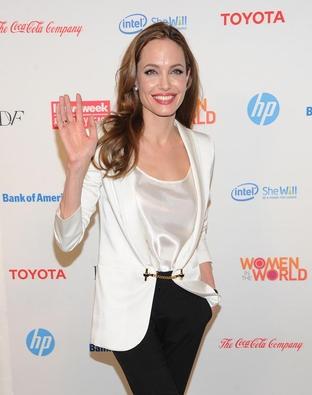 Angelina Jolie: Sie ließ sich aus Angst vor dem Krebs die Brüste entfernen - GRAZIA Magazin