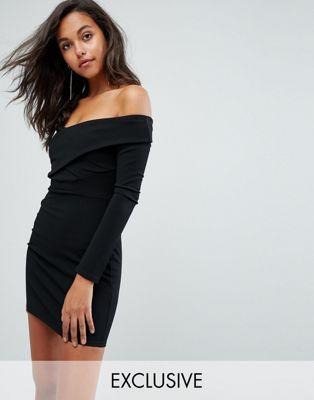 Облегающее платье с открытыми плечами PrettyLittleThing
