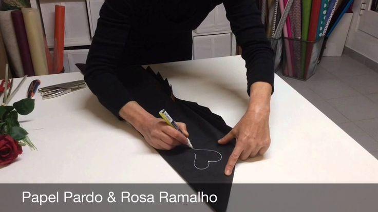 Embrulho de rosas com papel kraft preto