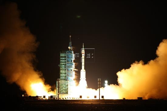 Despega con éxito Meteosat-10, diseñado para mejorar la predicción del tiempo  Kurú, 5 jul (EFEciencia/Futuro).- El tercer satélite Meteosat de Segunda Generación (MSG-3), el décimo de la familia Meteosat, despegó hoy con éxito desde el Puerto Espacial Europeo en Kurú (Guayana Francesa).