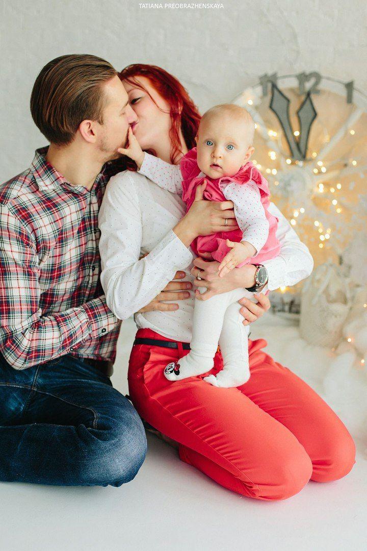 kid, child, newyear, christmas, gift, smile, girl, christmas tree, семья, девочка, ребенок, новый год, подарок, рождество, фотосессия в студии, новогодняя фотосессия, фотограф семейный москва