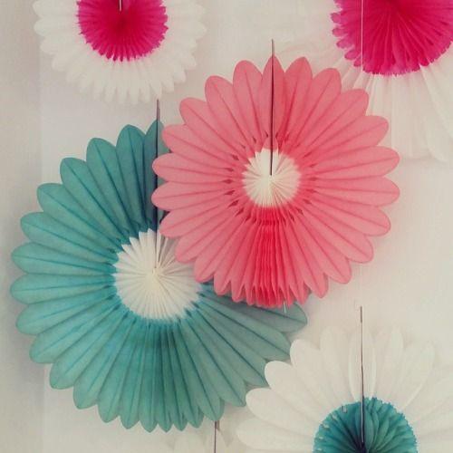 Pretty paper flowers by Engel.  32-60cm  #paper #flowers #decoration #gezellig #letspretenditsspring #bonbonboutique #engelpunt  (bij BonBon Boutique)