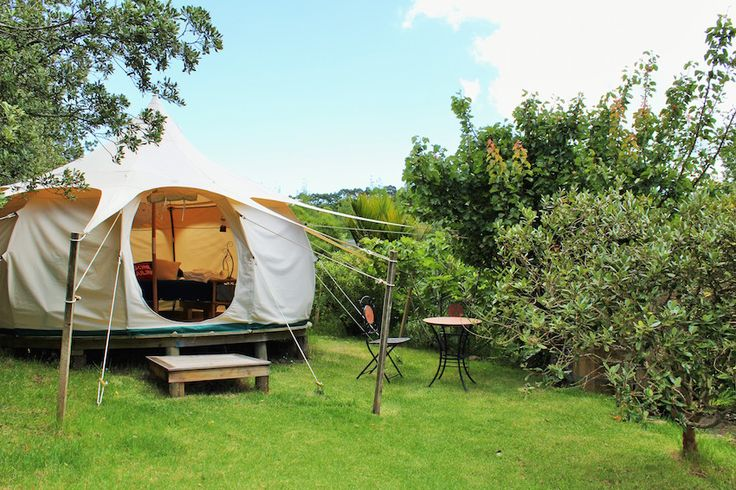 Glamping in an inexpensive country style retreat close to beaches and shopping on Waiheke Island, New Zealand