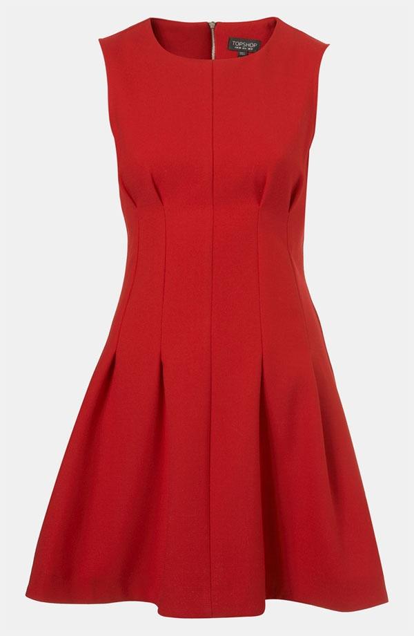 Vestido de malha neoprene vermelha e pregas macho. Comportado e vibrante!