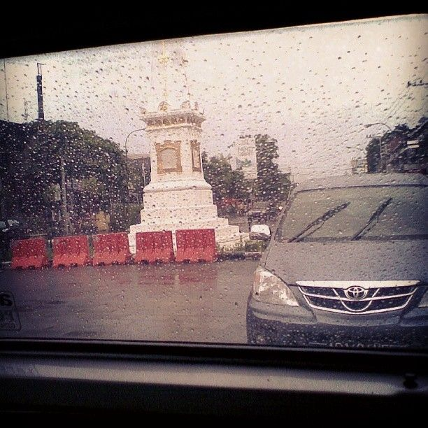 #tugu #jogjakarta pas lagi #hujan