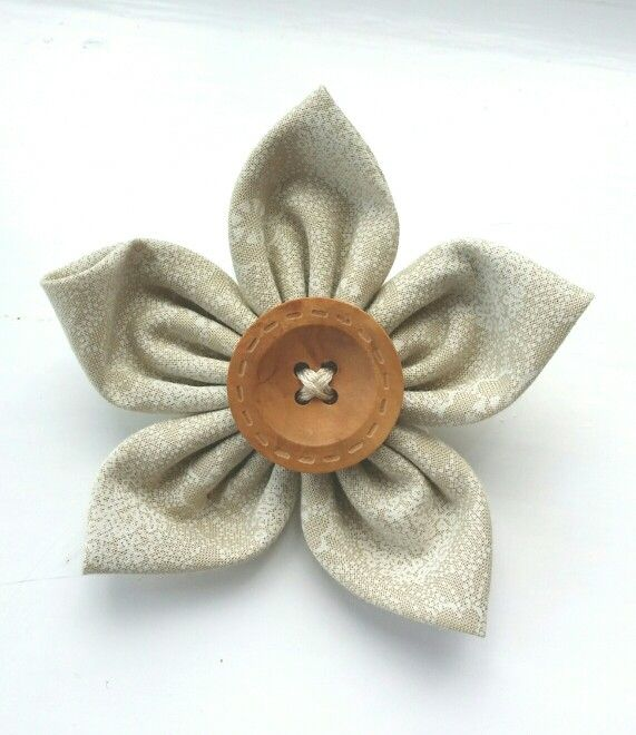 Wedding favour or flower brooch