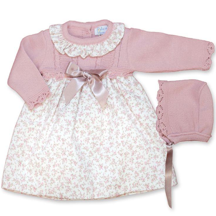 Vestido cuerpo de lana y micropana de florecitas con capota