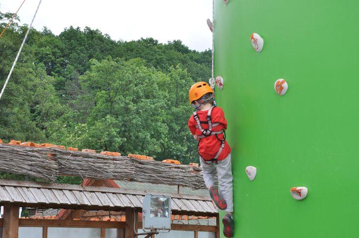 Zostań alpinistą - podczas Dnia Dziecka będzie można sprawdzić swoje umiejętności na wielkiej, dmuchanej ściance.  Ścianka będzie stała przy wejściu do Juraparku.
