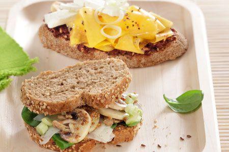 Σάντουιτς με μαύρο ψωμί, µανιτάρια και γραβιέρα - Συνταγές | γαστρονόμος