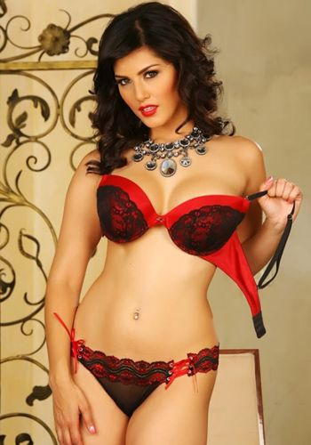 Sunny Leone has been voted the Hottest in a recent poll! She left behind Paoli Dam and Nathalia Kaur