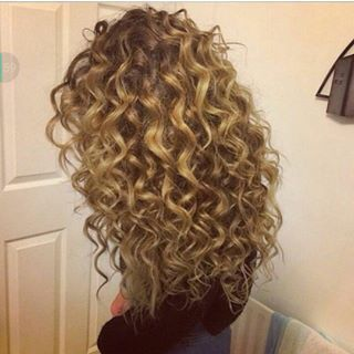@hayitstayy_ tori kelly hair!