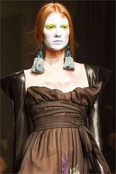 vivienne westwood - Love the whole styling of this, the colours are wonderful and the curtain tassel ear rings an inspiration