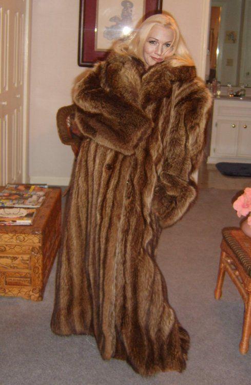 Older Women In Furs 93