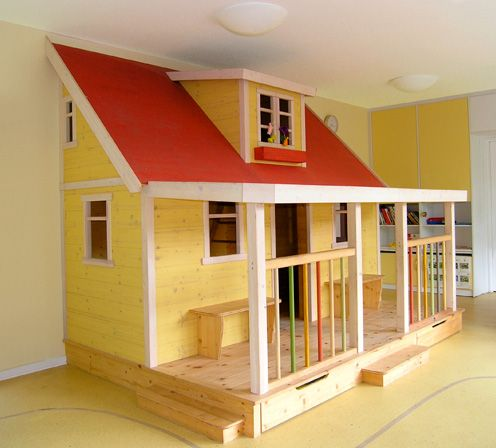 Buntes Spielhaus für Kindergarten