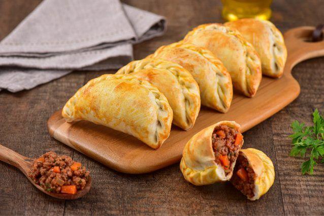 Ricetta Pasta Empanadas.Fagottini Di Pasta La Ricetta Tipica Dell America Latina Ricetta Idee Alimentari Empanada Cibi E Bevande