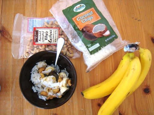 Monkey Salad | Whole30 1 banana, peeled and sliced 1 handful roasted and unsalted cashews 1 handful coconut chips