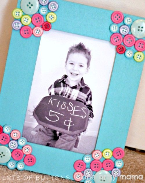 Button Photo Frame is the perfect project for Mother's Day giving (One Arsty Mama)