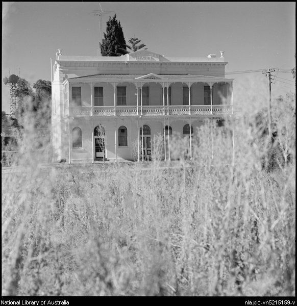 1941- View across road of Goldmines Hotel