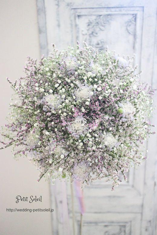 【かすみ草と紫色の小花のブーケ】なんともニュアンスのあるブーケが出来ました!かす...