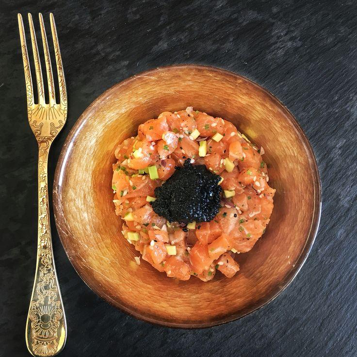 Asian salmon tartare with caviar