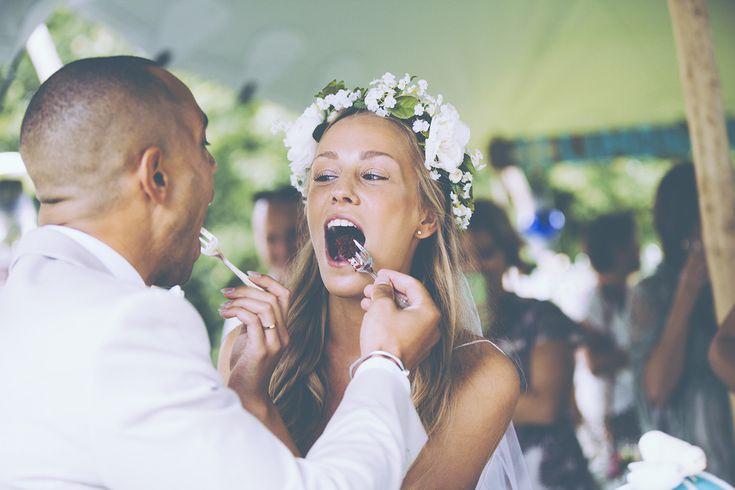 健康的!ウェディングのファーストバイトの写真は結婚式の大切な思い出。記念に残したいブライダルフォトの一覧をまとめました♪
