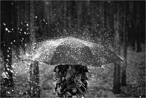 <3 in the rain <3 www.brayola.com