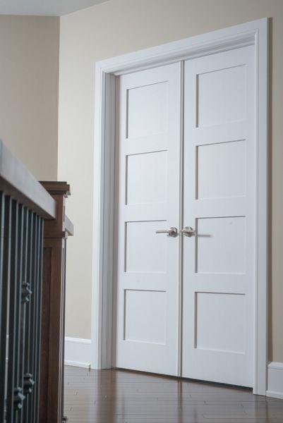 Porte 164D double, panneau #3, moulure shaker. Poignée Circa