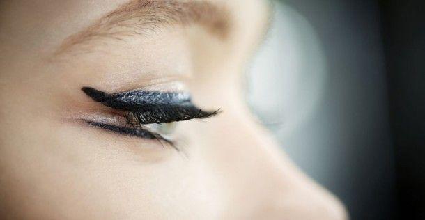 Gezien tijdens de Resort show van Dior: dubbele eyeliner