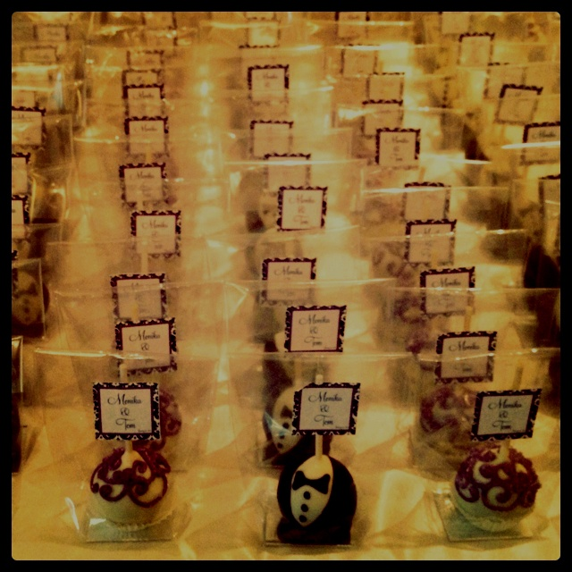 Wedding cake pops use as place settings?