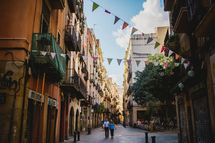 Capture your souvenir in Barcelona! Our global network of professional, vetted, local photographers shoot holidays, families, honeymoons, proposals, anniversaries, engagements, special occasions, special vacations & more. Some trips deserve more than selfies!