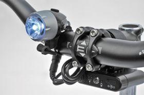 #lampaprzednia #AUTHOR Proxima. Lampa przednia z jedną diodą o mocy 1 wata wykonana w technologii COLLIMATOR. Możliwość montażu za pomocą elastycznej gumki na kasku lub na kierownicy. W zestawie: pasek do mocowania lampy na kasku oraz ładowarka na 230 V.