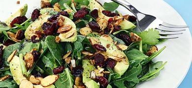 Αν προσπαθείτε να χάσετε βάρος αλλά συνεχώς πεινάτε, δείτε ποιες τροφές μπορούν να κόψουν την όρεξη, χωρίς να προσθέσουν θερμίδες.