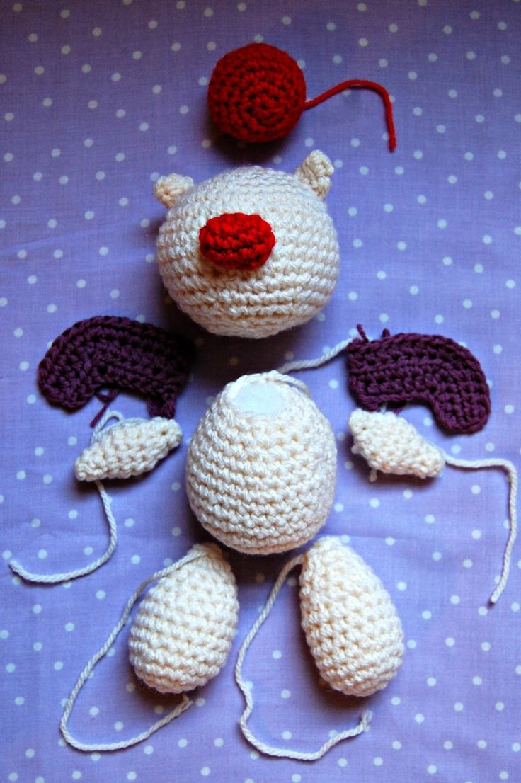 A free crochet pattern to make your own amigurumi moogle, based on the character from Final Fantasy and Kingdom Hearts